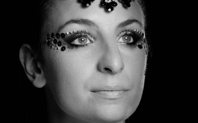 photographe genève séance photo femme maquilleuse maquillage make up shooting noir blanc portrait
