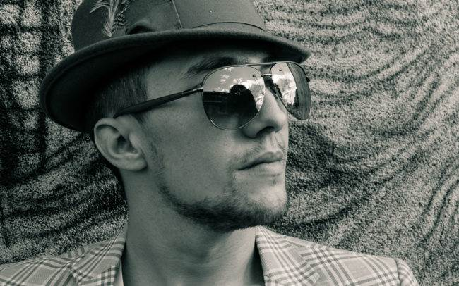 photographe genève séance photo homme maquilleuse maquillage make up shooting noir blanc extérieur