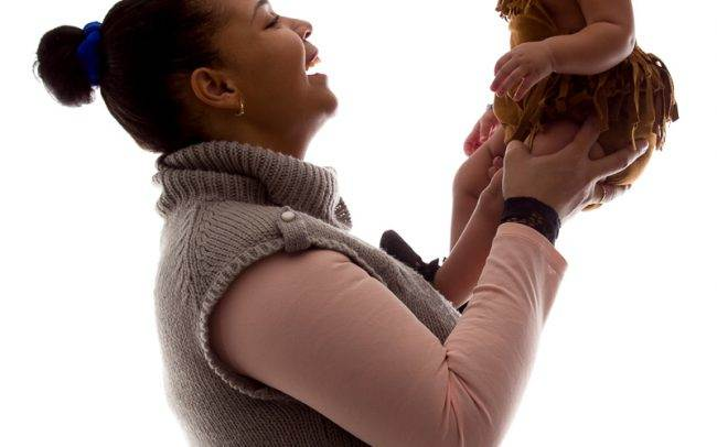 photographe genève enfant baby book famille séance photo fille rose maman mère