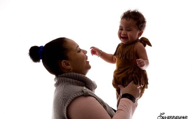 photographe genève enfant baby book famille séance photo fille rose maman mère fille
