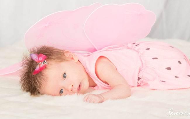 photographe genève nourrisson bébé fille rose papillon suisse famille