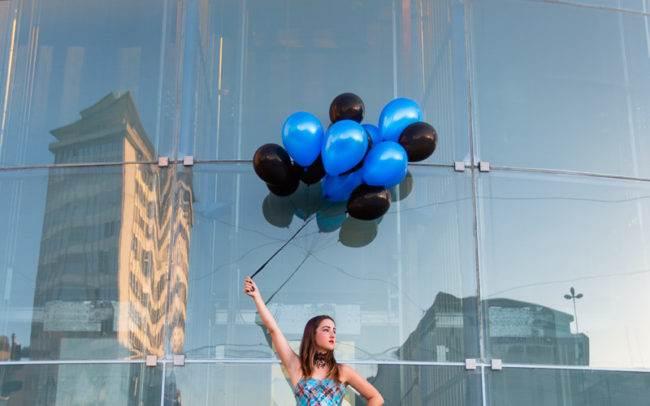 photographe genève suisse maquilleuse maquillage femme extérieur carouge ballons pin up