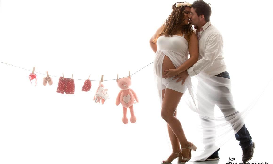 enceinte, maternité, grossesse, couple, amour, photographe, femme photographe, maquilleuse, maquillage, séance photo, shooting en studio, bébé, enfant, famille, portrait de famille, femme, mode, fashion